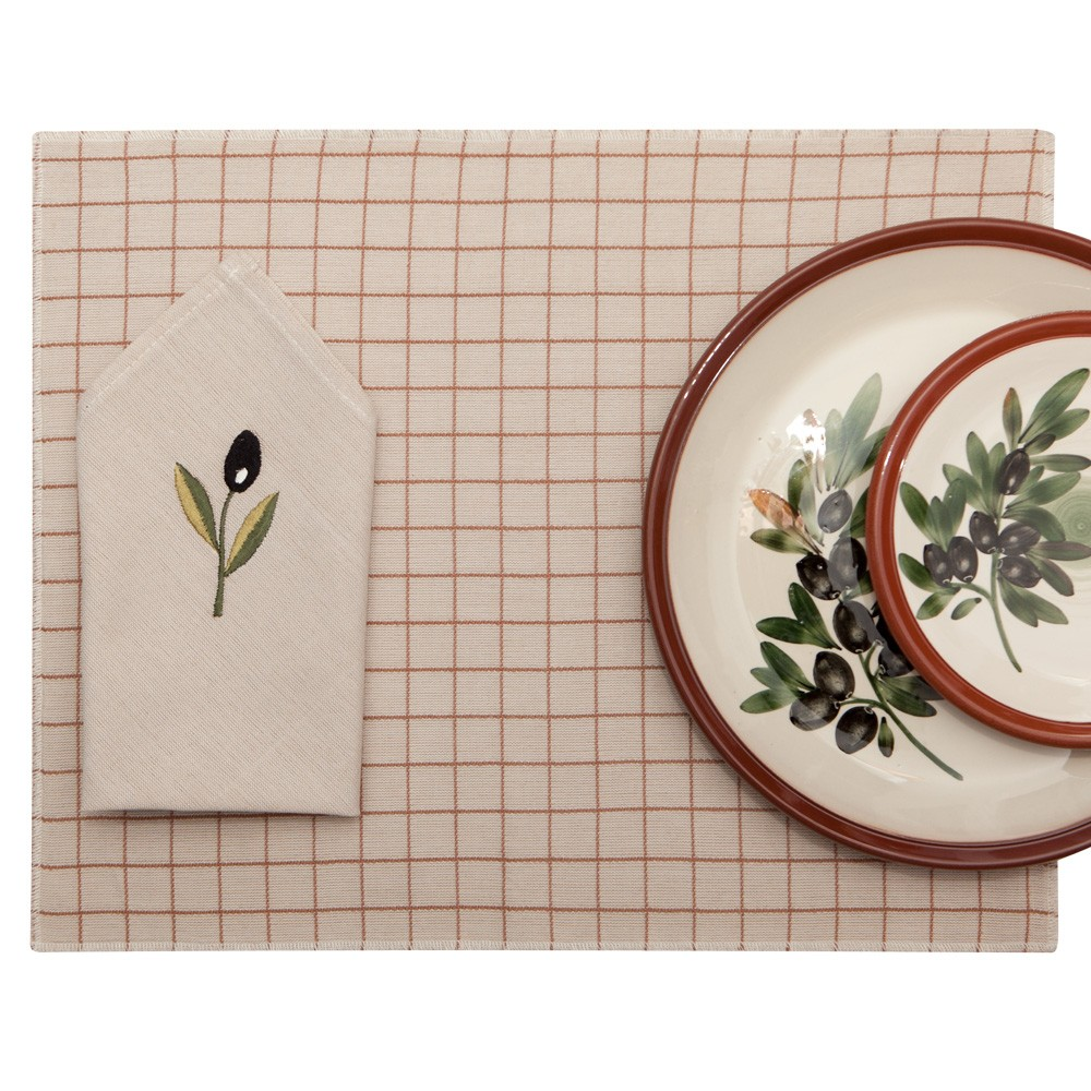 Dining-Table-Placemats-and-Table-Napkins-1