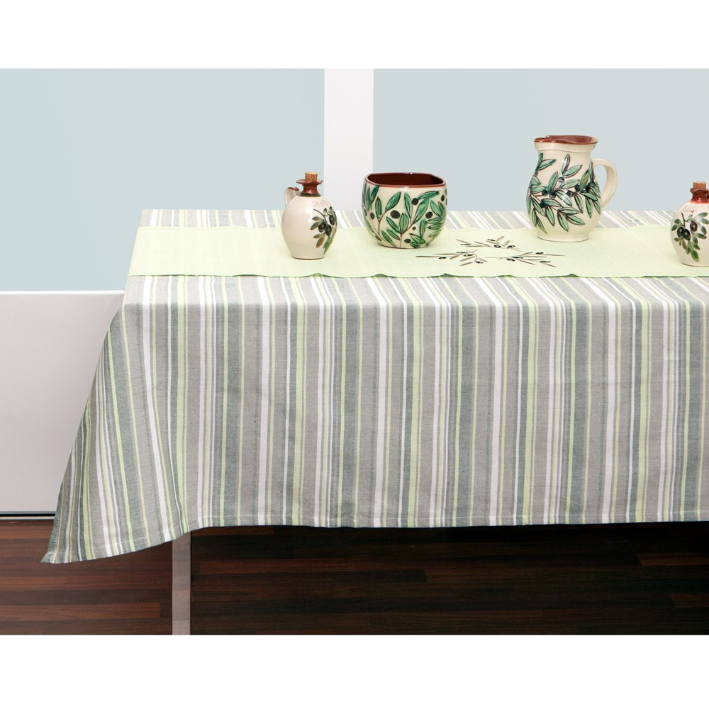 Green-Tablecloth-and-Table-Runner-1